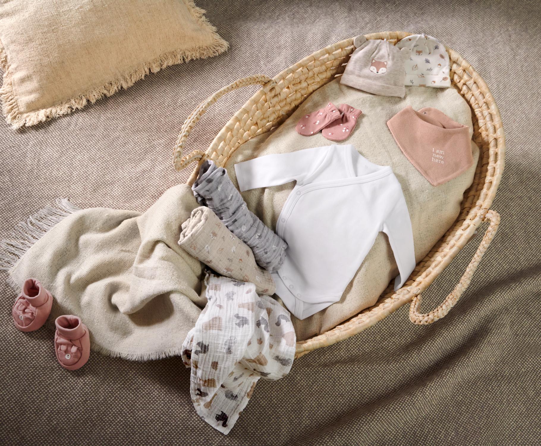 Verschiedene Artikel aus der C&A Baby-Erstausstattung