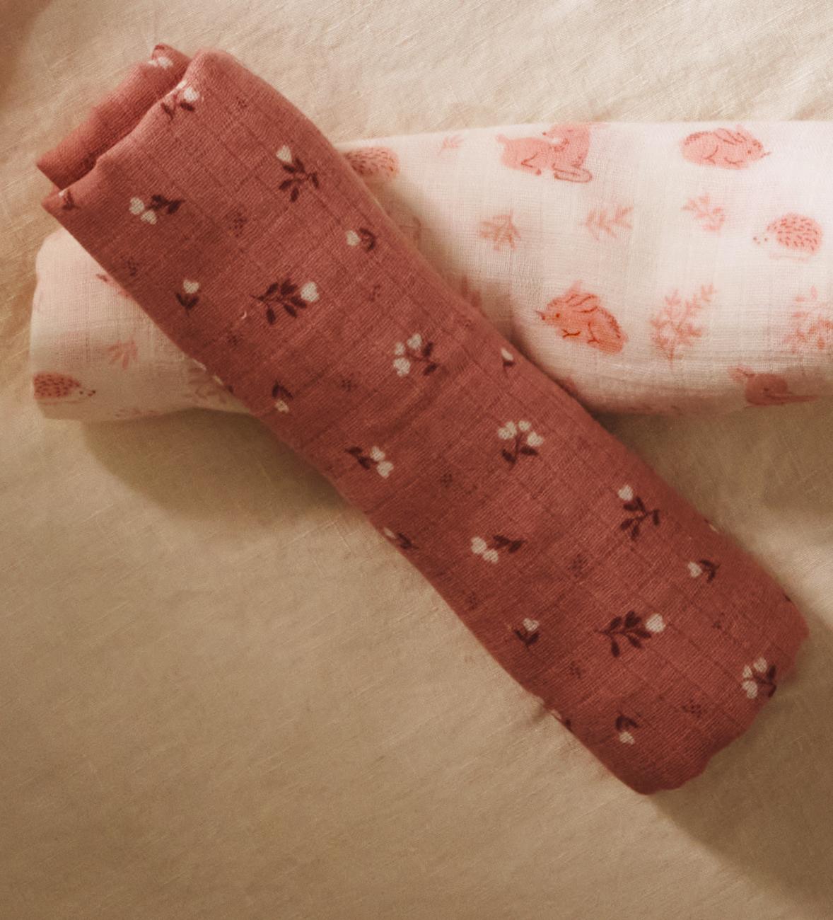 Wickeltücher, Schuhe und weiteres Baby-Zubehör für die Erstausstattung