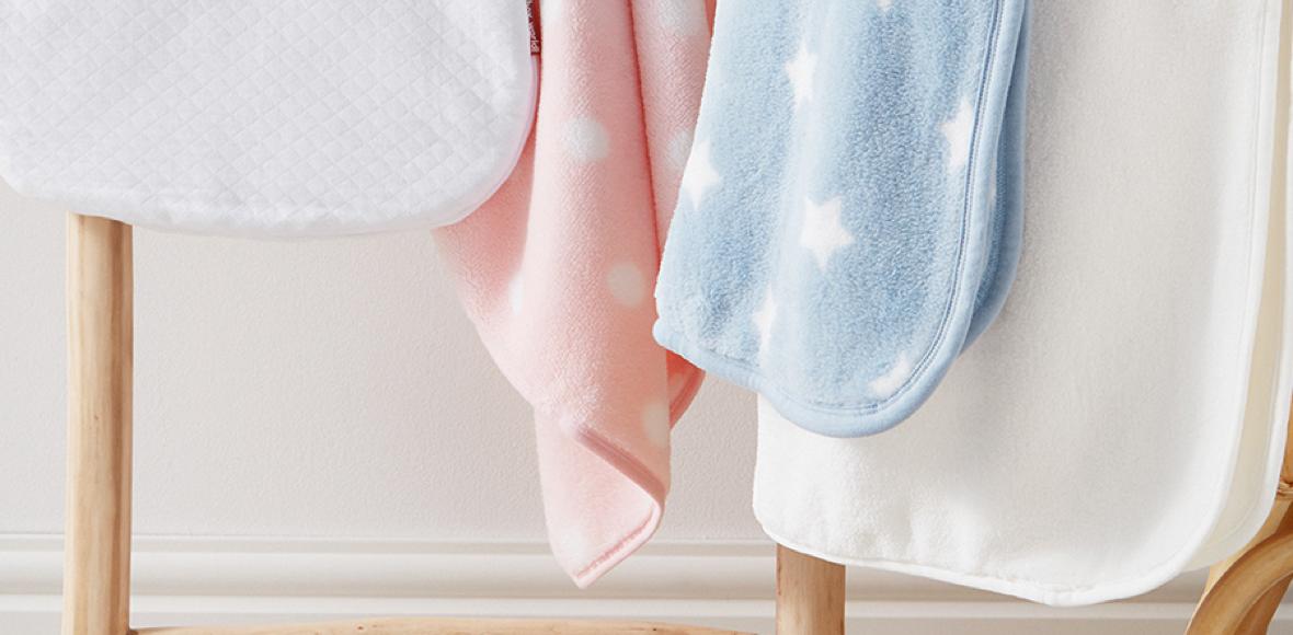 Baby-Erstausstattung: Babydecken in verschiedenen Farben