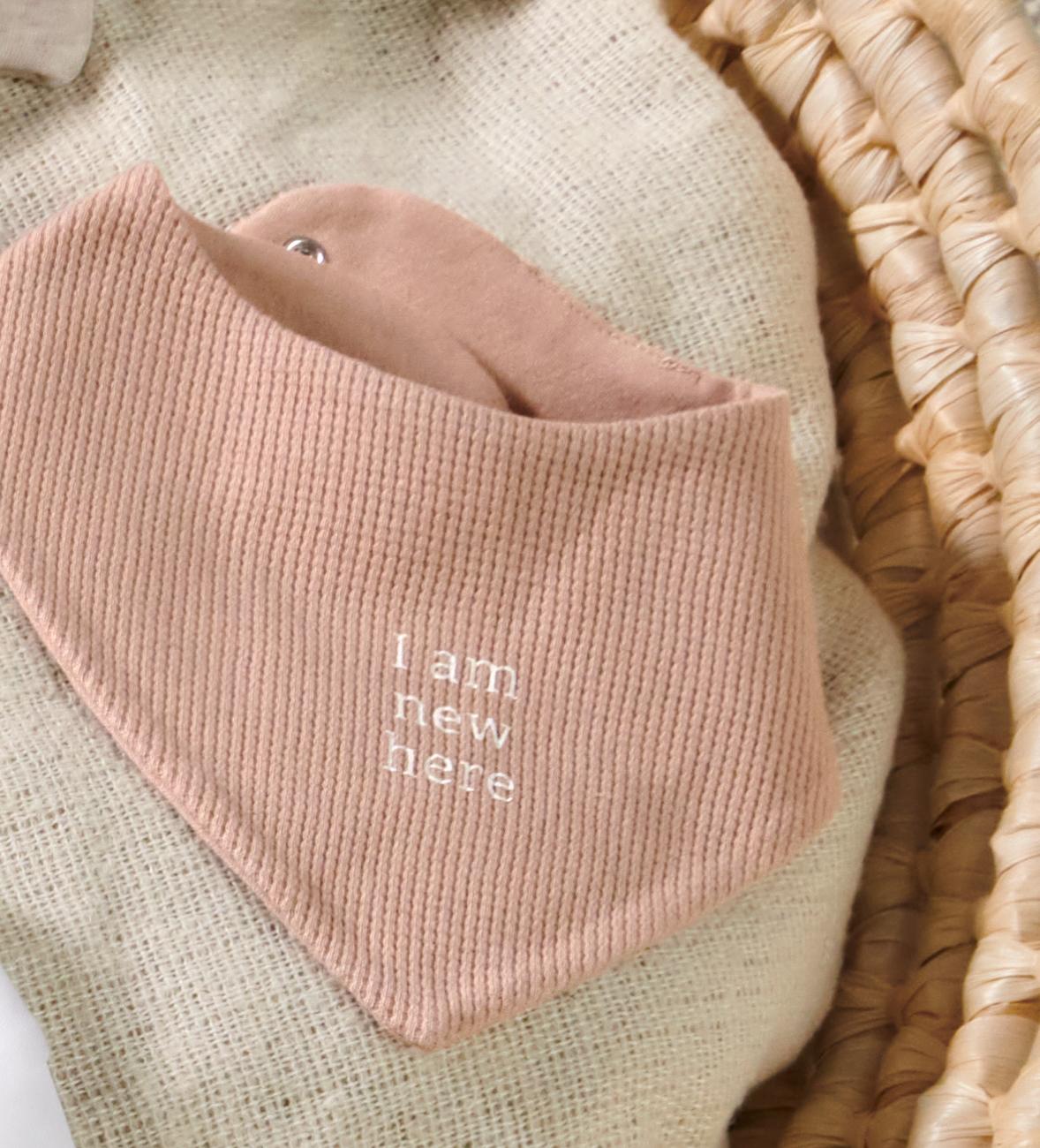 Baby-Mode: Lätzchen mit Wal-Motiv