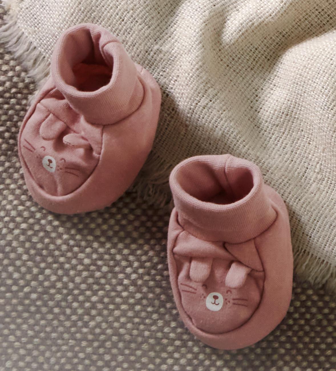 Babyschuhe im Eisbär-Motiv